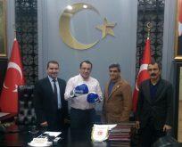 Kahta Kaymakamı Kaya, Kick Boks Güneydoğu Bölge Başkanı Erdoğan'ı Makamında Ağırladı.