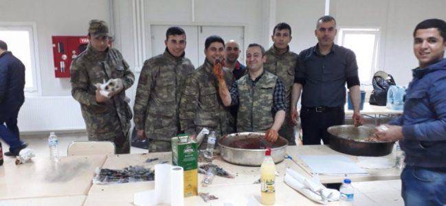 Adıyamanlı Vatandaşlardan Kilis'te Askerlere Çiğköfte İkramı.