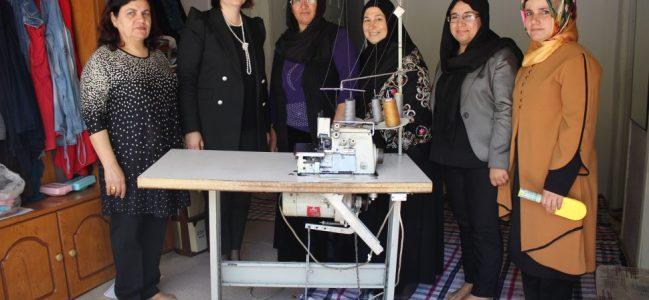 Dikiş Yaparak, 6 Kişilik Aileyi Geçindiriyor
