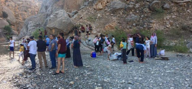 HES'in Kapakları Açıldı, Vatandaşlar Çayda Mahsur Kaldı