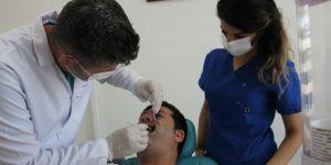"""Diş Doktoru Adak: """"Uyumadan Önce Yenilen Yemekler, Diş Çürümesine Neden Olmaktadır""""-Videolu Haber"""