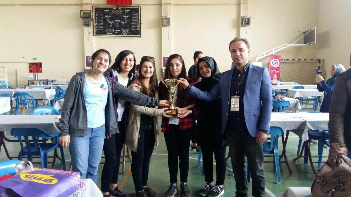 Kahta'da Mangala Turnuvasında Birinci Olanlara Kupa