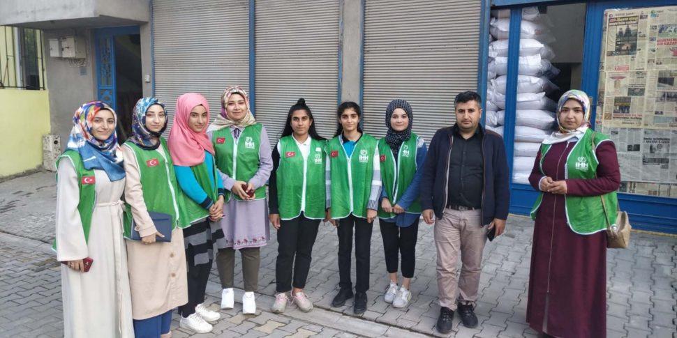 Kahta'da Lise Öğrencilerinden Anlamlı Yardım