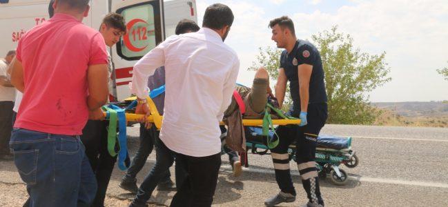 Kahta'da Otomobil Uçuruma Yuvarlandı: 3 Yaralı