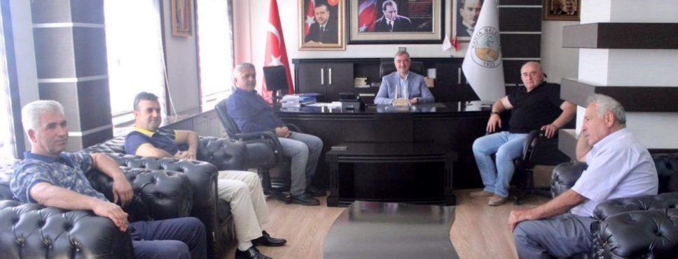 Kahta Gazeteciler Cemiyetinden Kahta Belediye Başkanı Turanlı'ya ziyaret.