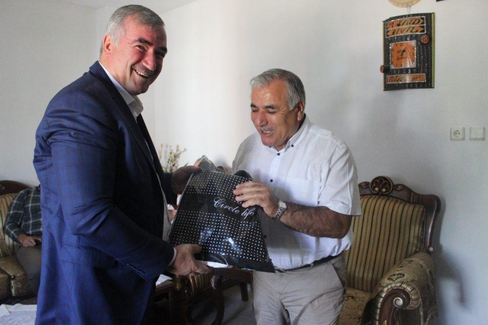 Belediye Başkanı Turanlı,Emekli Öğretmeni Evinde Ziyaret Etti