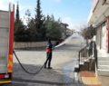 Kahta'da cadde ve sokaklar köpüklü suyla dezenfekte ediliyor..