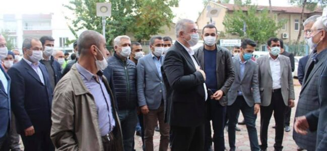 Başkan Turanlı' belediye binası önünde kurban kesilerek karşılandı.