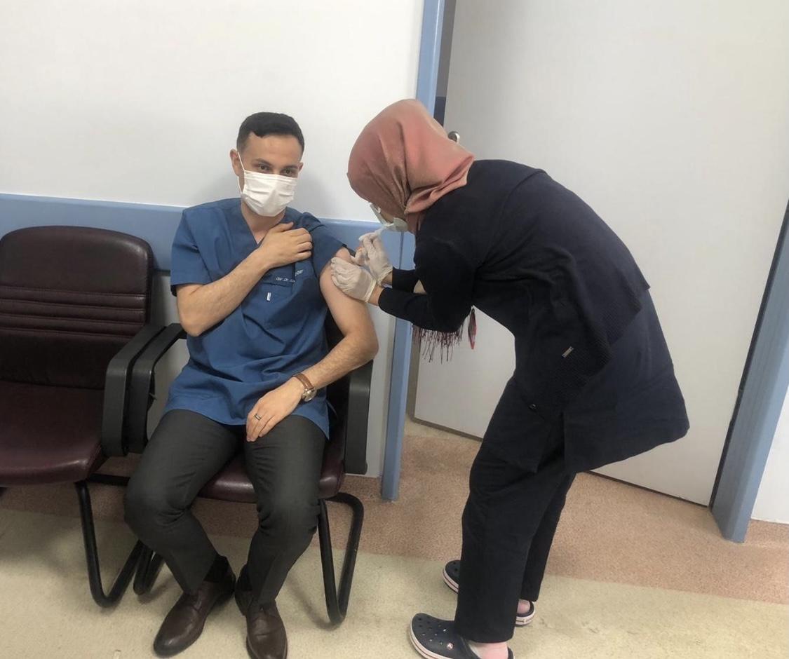 Kaymakam Koç, ilk aşısını yaptırdı.